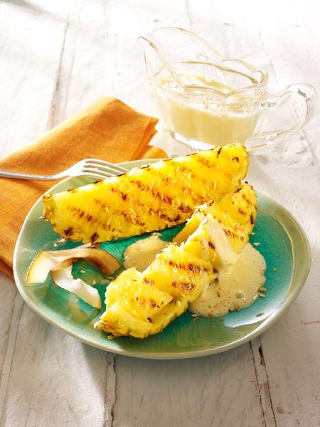 Obst grillen ist ganz einfach. Neben Hähnchenspießen freuen wir uns auf gegrillte Ananas und karamellisierte Pfirsiche. Süße Rezepte für