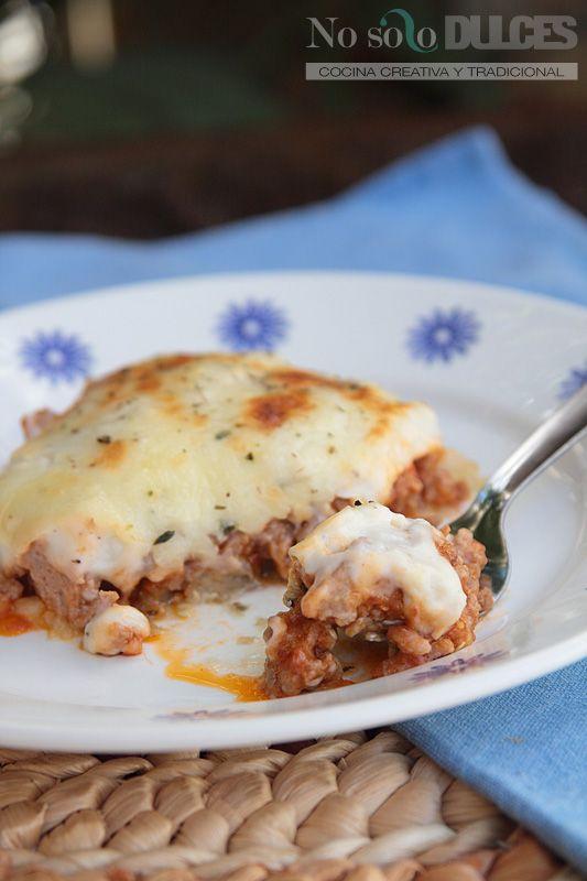 Receta de la musaca griega, con berenjenas, carne picada y bechamel, para aprovechar los excedentes de hortalizas que tenemos en verano.