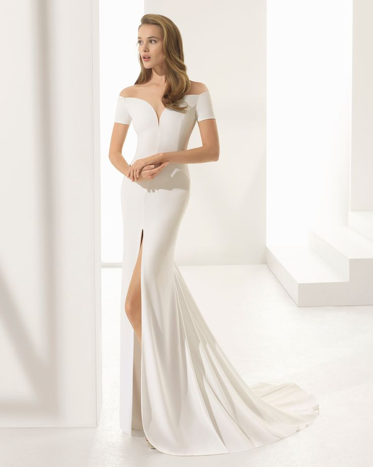 Crepe sheath wedding dress with short sleeves, sweetheart neckline and front opening. 2018 Rosa Clará Couture Collection.