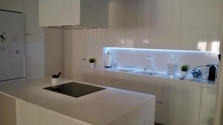 Con la iluminación led esta cocina a quedado fantastica ...