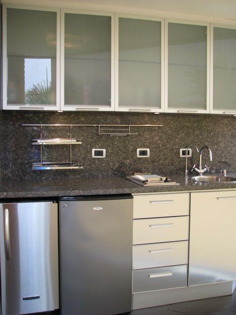Cocina de dise o para rea de terraza acabado en acero for Cocinas integrales en aluminio