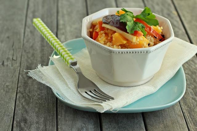 Zielenina: Przepyszna sałatka z kaszy jaglanej z pieczonymi warzywami