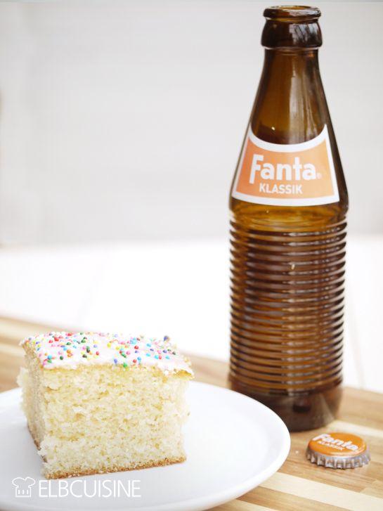 """Zum 75-Geburtstag gab es ein Revival der Fanta in """"alter"""" Optik mit neuem Rezept weniger süß und mit Molke. Mein Mann konnte an den netten Flaschen im Retro-Look einfach nicht vorbeigehen. Und so musste ich doch unbedingt mal ausprobieren, ob mein Fan ..."""