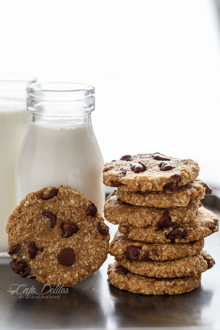 No flour. No oil. No refined sugars, Non fat. Weight Watchers friendly. Low calorie! These Healthy 2-Ingredient Breakfast Cookies are super easy to make!