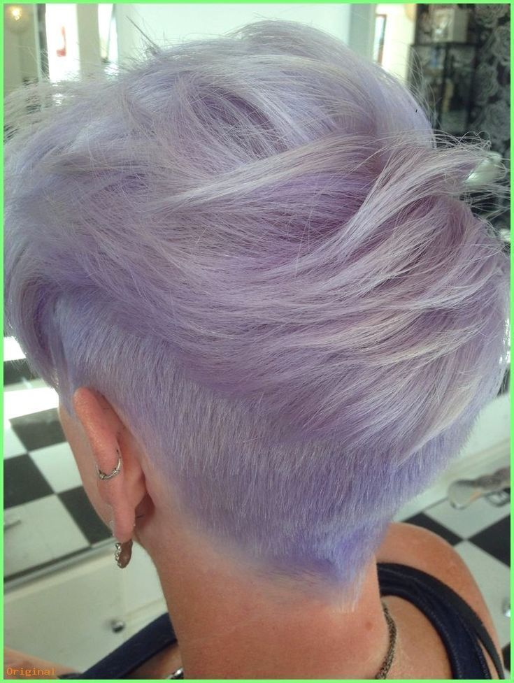 Kurzes Haar Damen-Hinterschnitt mit stark strukturiertem Oberteil. Silber lila ….