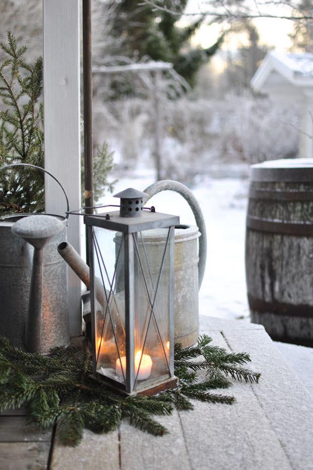 Den fjärde advent är kommen, julen är nära! Julstrumporna fyllda av tomtemor för sista gången i år - raggsockor och choklad blev up...
