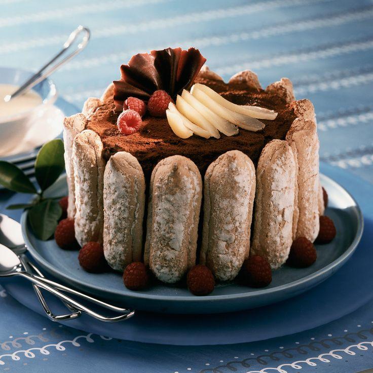 Découvrez la recette Charlotte au chocolat, poires et framboises sur cuisineactuelle.fr.