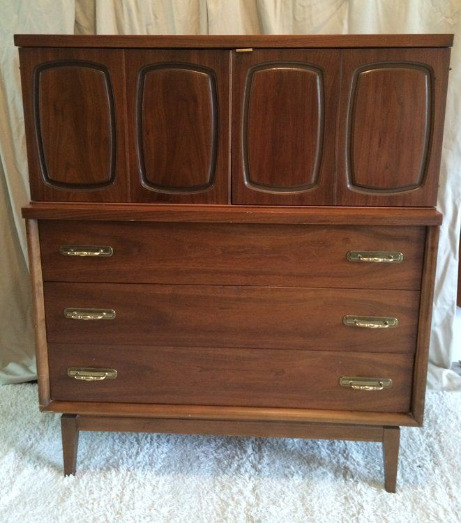 Henkel Harris Furniture Highboy as well Antique Furniture Corner Cabi s Storage together with 195484440046943457 together with Wardrobe Armoire For Sale moreover Vintage Cabi  Legs. on antique highboy dresser with doors