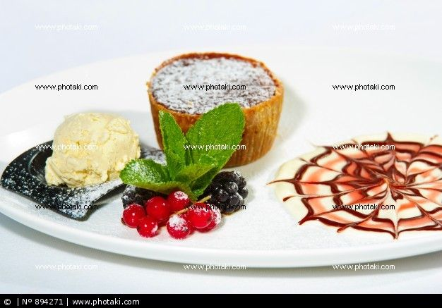 http://www.photaki.com/picture-chocolate-cake-with-blackberries_894271.htm