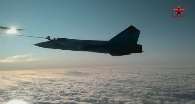 The Aviationist » Here is an extremely cool video of Russian Mig-31 Foxhound jets refueling from Il-78 Midas tankers
