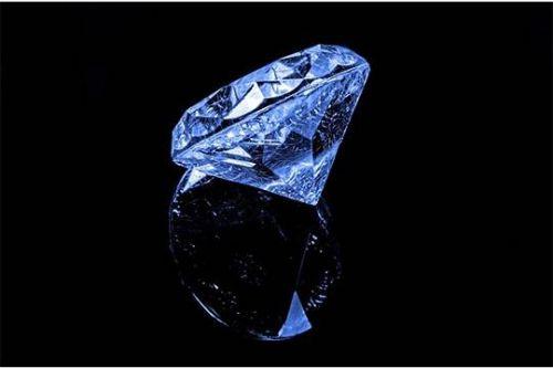 Миллионер из Гонконга, пожелавший сохранить свое имя в тайне, приобрел на аукционе «Сотбис» необычный драгоценный камень - бриллиант огранки «кушон», из-за своего ярко-синего цвета названный «Голубая луна». Цена покупки - 48,4 миллиона дол...  #сша, #компании,  #Likada #PRO #news #новость