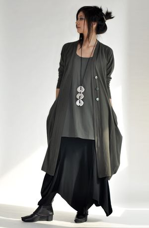 Kaliyana - I love long flowy clothing like this. I need more of it. I want to swish as I walk the halls.
