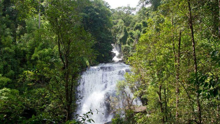 Der Sirithan Wasserfall im Doi Inthanon Nationalpark, Thailand