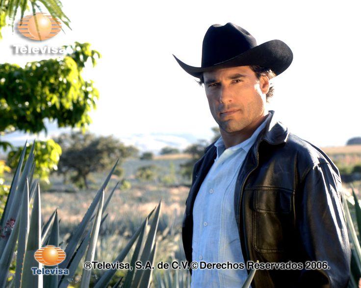 El actor Eduardo Yáñez será el protagonista de Amores con trampa, en donde compartirá créditos con África Zavala, Itatí Cantoral y Ernesto Laguardia.