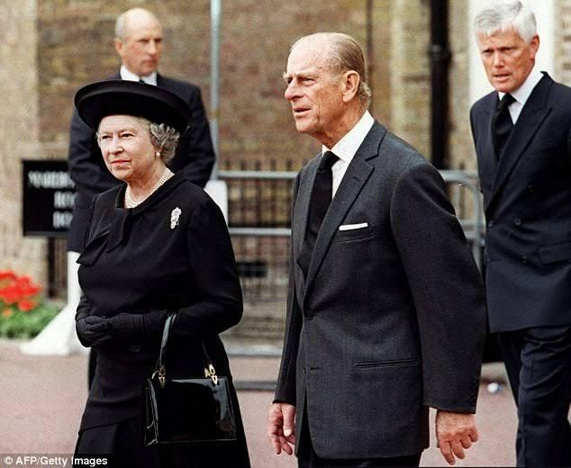 In a gripping new ITV documentary one of the Queen's most senior courtiers opens up about the thinly-veiled attack made by her brother on the Royal Family at Diana's funeral.