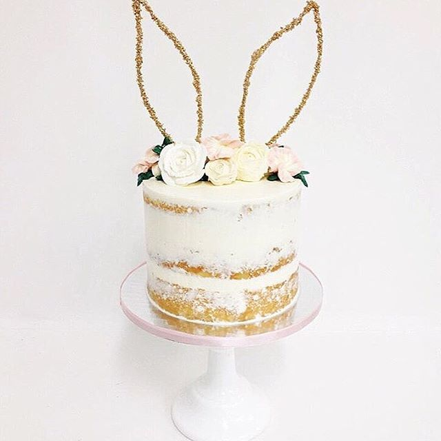 When friends inspire other friends...loving how the girls over @sweetnsaucyshop interpreted our floral bunny ear headbands  into a cake design! So amazing Mel!