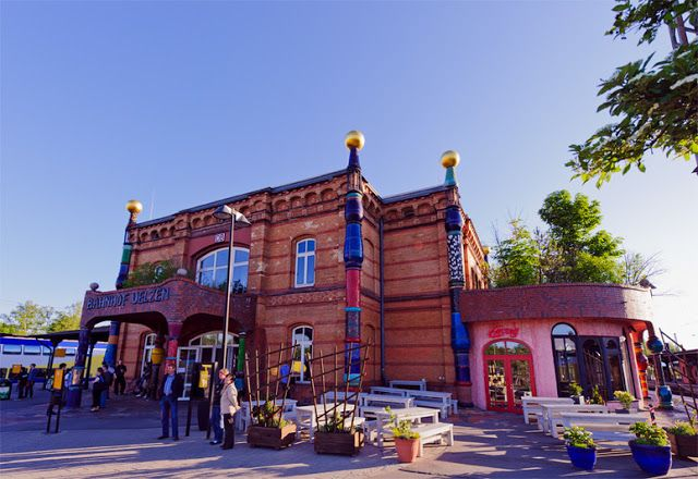 Gunstig De Uelzen Hundertwasser Bahnhof Hundertwasser Bahnhof Uelzen Hundertwasser