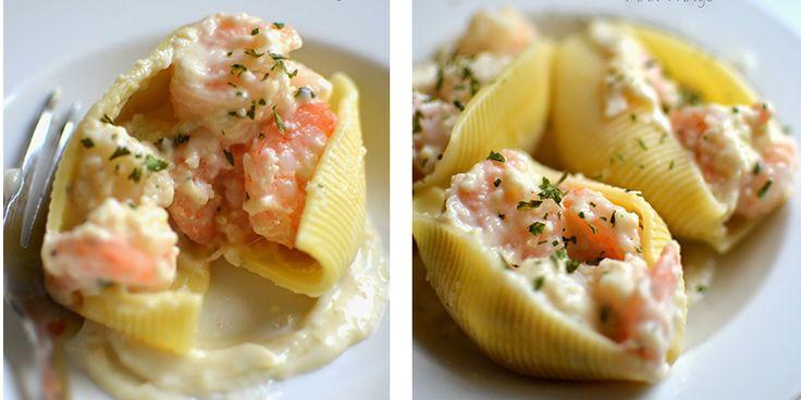 Creamy Seafood Stuffed Shells http://getdailyrecipes.com/2014/10/10/creamy-seafood-stuffed-shells/