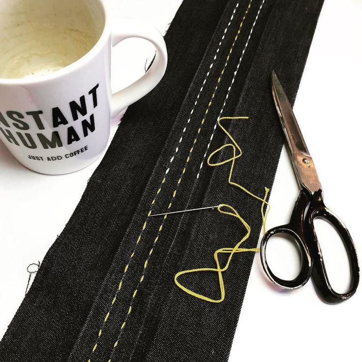 Adding a little color to the Saturne bag handle using simple Sashiko embroidery  On ajoute un peu de couleur à la poignée du sac Saturne avec une technique toute simple de broderie Sashiko. . #jalielife #mavieenjalie #cousumain #jaliegalaxie #cadeaucouture #blackfriday  #needlework #sewing  #fabric #sewingpatterns #pdfpatterns #diybags #sashiko #embroidery
