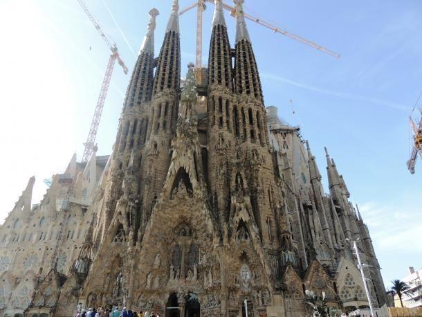 #barcelone #barcelona #барселона #достопримечательности #чемзаняться #кудапойти #чтопосмотреть #соборы #саградафамилия Саграда Фамилия в Барселоне. 10 мест Барселоны, в которых нужно обязательно побывать | Барселона10 - путеводитель по Барселоне