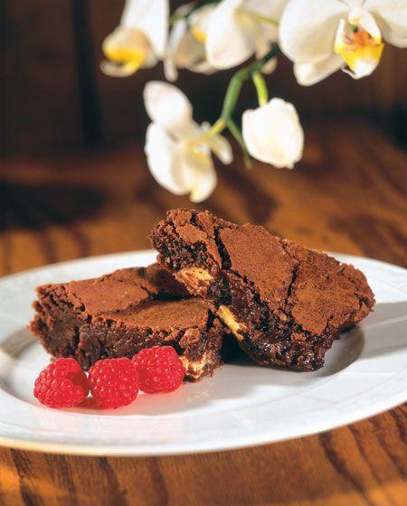 Kolmen suklaan browniet - Omaan makuuni liian tuhteja, pidän mutakakusta enemmän. Säilytimme brownieita väärällä tavalla, jääkaapissa, vaikka huoneenlämmössä olisi oikea tapa. Huoneelämpöiset olivat huomattavasti parempia!