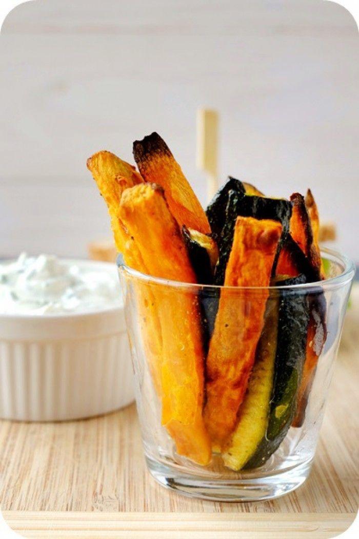 Zucchini und Süßkartoffelsticks mit Kräuterquark. Noch mehr Ideen gibt es auf www.Spaaz.de