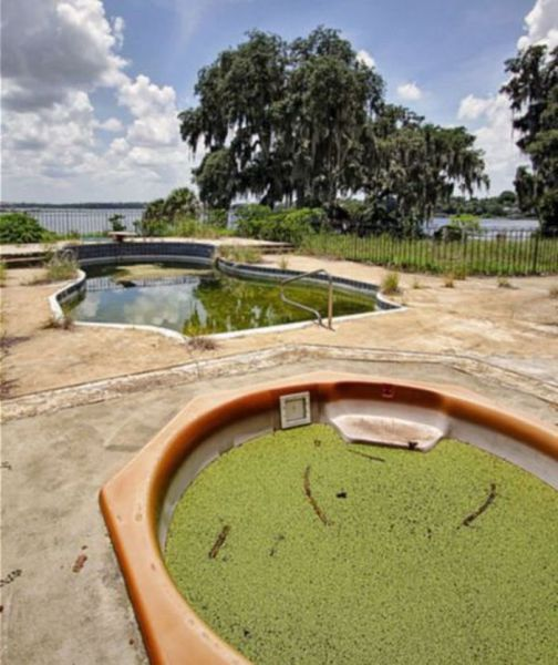 Abandoned pool & jacuzzi at the former home of Osama bin Laden's brother in Oakland, Florida. Sitting on the shores of idyllic Johns Lake, the Bin Laden children are once played in the home's vast 13-acre grounds.