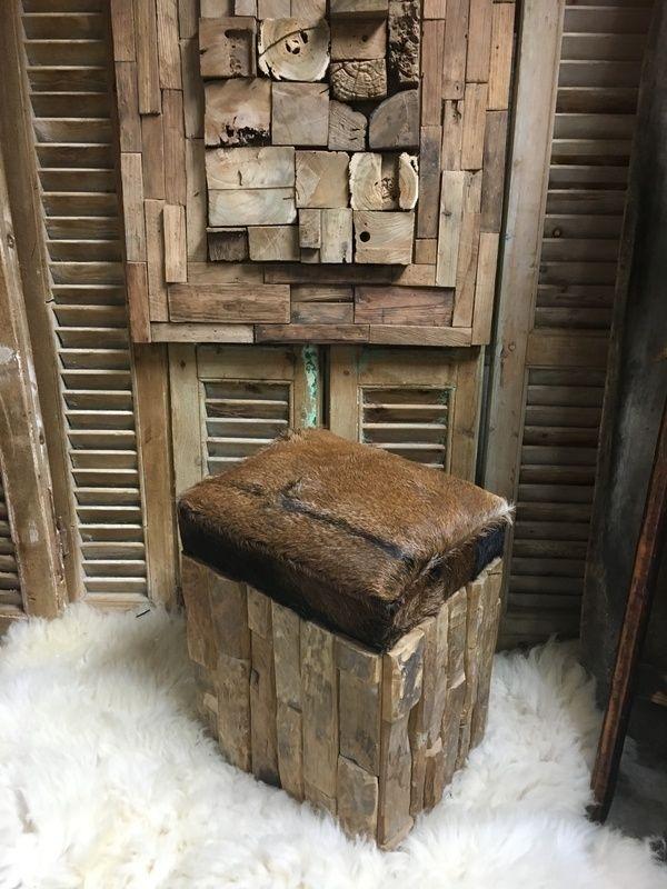 Kruk zitbankje met geitenvel ong 50 hoog x 45x35 €110
