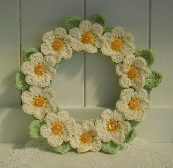 Pretty Crochet Daisy Wreath by Olliecrafts on Etsy, £8.00