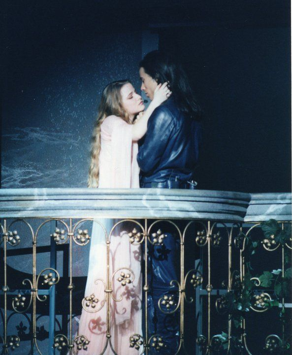 Cecilia Cara as Juliette and Damien Sargue as Romeo in the Original French Production