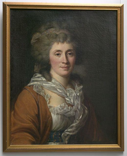 Johanna Margareta von Nicolay, (1746-1820), by Johann Baptist Lampi, Suomen kansallismuseo, H2005091:4 (Naisen rintakuva >, kasvot eteen. Harmaat kiharat hiukset, joissa harmaa kultatäplin koristeltu liina. Avokaulainen, rypytetty valkoinen puku, jonka kaula-aukkoa kiertää leveä laskos; sininen kultatäplin koristeltu kangas vyötäröllä; punainen shaali tai jakku valkoisen puvun päällä. Kaulaan kiedottu löysästi ohut harsoliina, jossa valkoisia raitoja.)