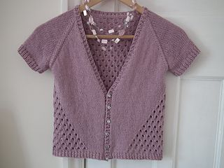 Free pattern... A little summer cardigan. A simple top down raglan with a 4…