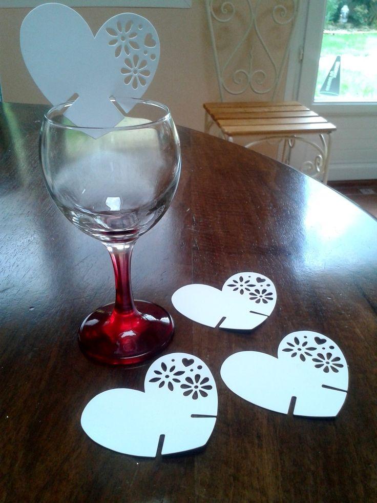 très jolis marque place à mettre sur chaque verre d'invités en carton blanc : Décoration de table par la-mercerie-de-mamie