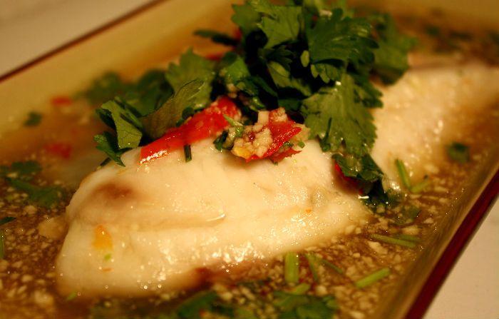 Uge 40: Fisk med koriander, chili og hvidløg (pla neung manao) | foodfanatic.dk