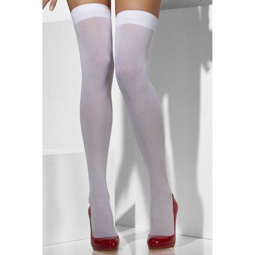 Nylon Kousen - Wit  Onmisbaar in de lingeriekast van de hedendaagse vrouw zijn panty's of kousen om op een minder mooie dag toch met ontblote benen te kunnen lopen. Vaak in de standaard bruine kleur die de benen gebruind over laten komen, en anders wel in een zwarte kleur die weer een meer degelijke uitstraling heeft.  Deze ondoorzichtige witte nylon kousen zijn weer eens heel wat anders. De witte kleur is zeker te dragen onder dagelijkse kleding.  One size