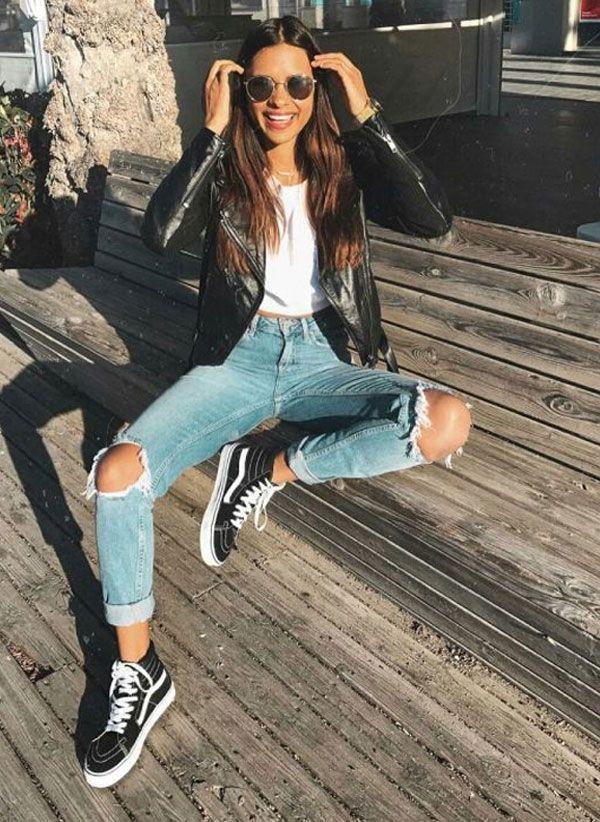 Jeans destroyed, camiseta e jaqueta de couro fica ainda mais legal com um vans sk8high