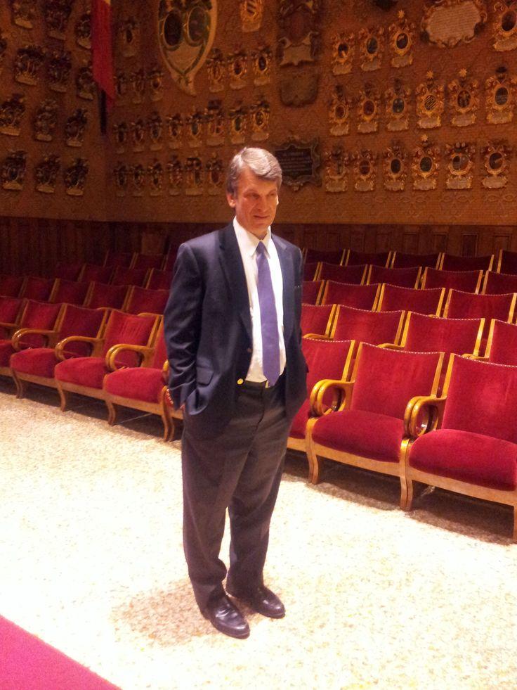 David Sandalow, docente alla Columbia University e già Sottosegretario all'Energia degli Stati Uniti D'America, che domani aprirà il Summit #VES13, in visita all'Università degli Studi di Padova.   Qui nell'Aula Magna dell'Ateneo