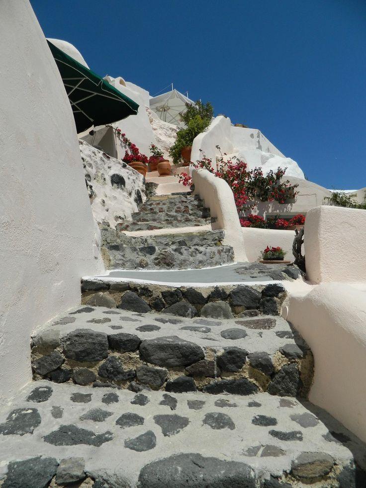Aris Caves Exterior 9 Freshome Hotel Review: Aris Caves in Oia, Santorini