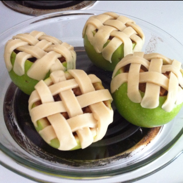 Apple pie inception (aka: apple pie baked in the apples): Kid