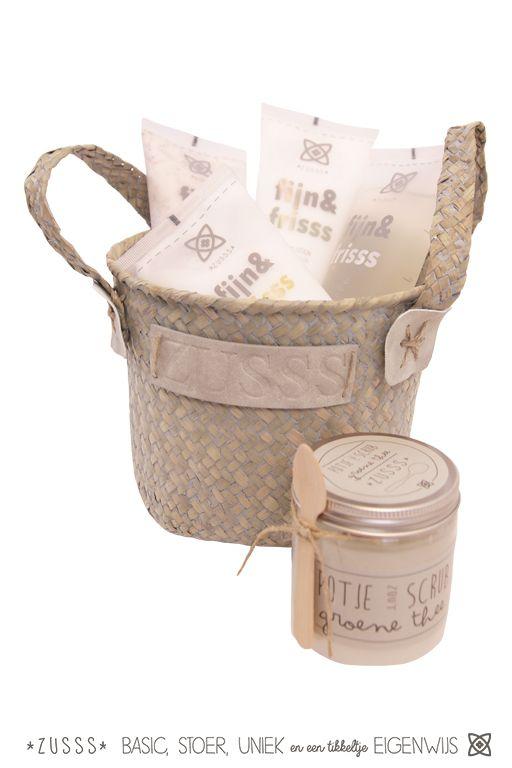 Zusss l Fijn & Fris. Een heerlijke verzorgingslijn met de geur van groene thee en een vleugje jasmijn l http://www.zusss.nl/product/luxe-geschenkverpakking-4-tubes/