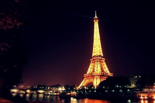 And i dream of going to the City of Love with the one i love . Paris, you are always in the top of my wish list !