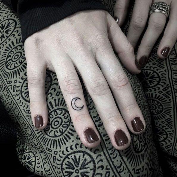 Crescent Fingertattoo by Nalea Kim – – Tattoos ON Women – – #Finger tattoo # Half Moon #Kim #Nalea #Tattoos