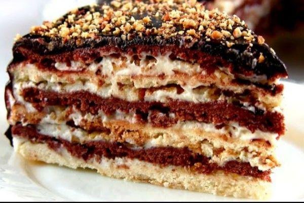 Торт «Мишка» не займет у вас много времени: он простой в приготовлении. Торт получается в меру сладкий, нежный, а орешки придают лакомству оригинальности.. Когда я была маленькая, моя мама часто готовила мне торт «Мишка на севере». Вкус детства я помню и сейчас: нежные коржи со сметанным кремом — это райское наслаждение. Сейчас такой тортик я …