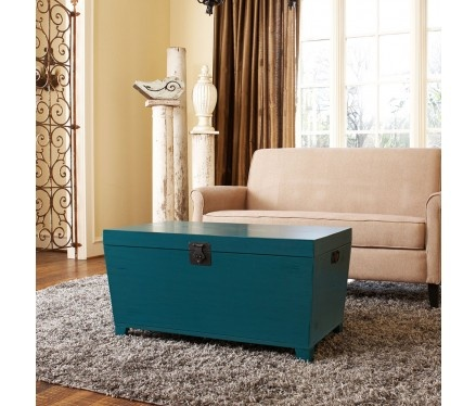 love the pop of color with this trunk. love the idea and the colour
