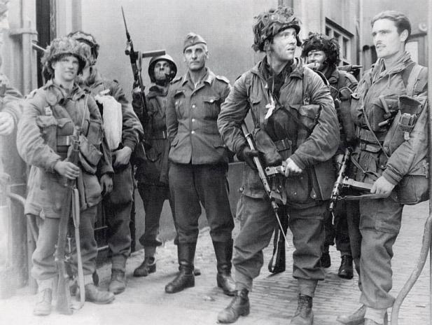British paratroopers with a german prisoner during Market Garden Operation