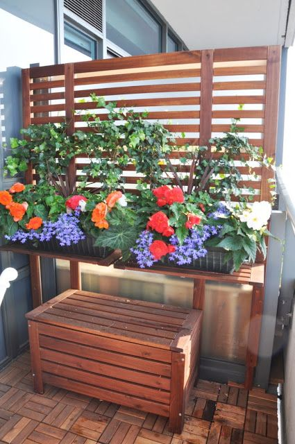 Trellis idea for the front ikea hackers applaro for Apartment balcony privacy solutions
