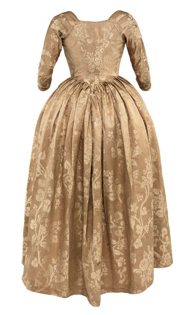 Damask robe a l'Anglaise with floral pattern (back view), 18th century </br> © CSG CIC
