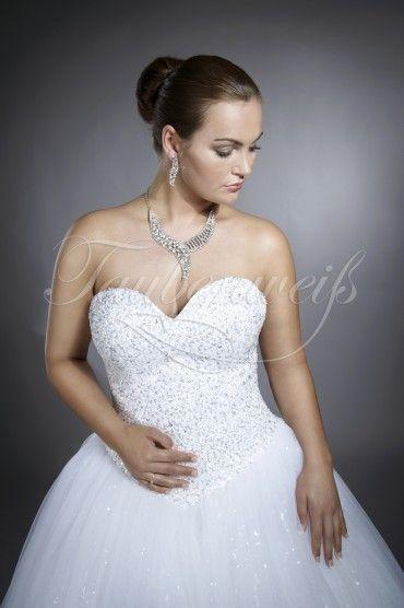 TW Adra  Der Wow-Effekt ist garantiert mit diesem erlesenen Tüll-Brautkleid in Prinzessinnenstil mit atemberaubend glitzernder Corsage und voluminösem, luftig-bauschigen Rock, in dem sich jede Braut wie eine richtige Prinzessin fühlt. Eine geschickt eingelegte Lage Paillettentüll lässt auch den Tüllrock sanft funkeln. Schweben Sie in Ihrem Brautkleid auf Wolke Sieben zum Altar mit diesem zauberhaft funkelnden Brautkleid-Traum von Taubenweiß!