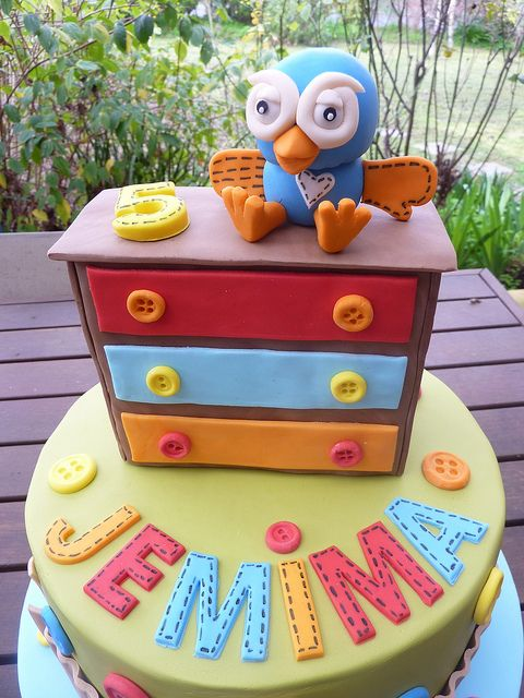Giggle & Hoot by Emma D's Cakes, via Flickr