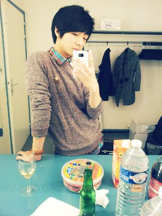 Sungha was taking his own picture in France :)